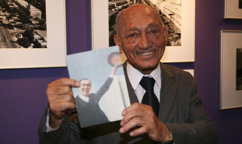 O fotógrafo Gervásio Batista, de 95 anos