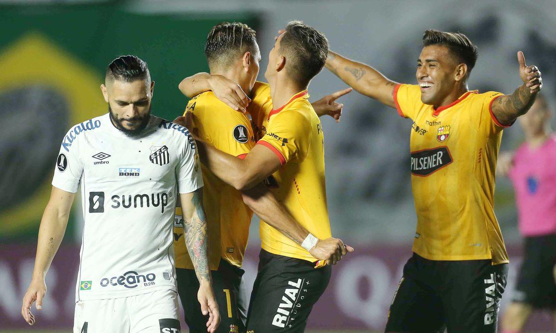 Copa Libertadores - Group C - Santos v Barcelona