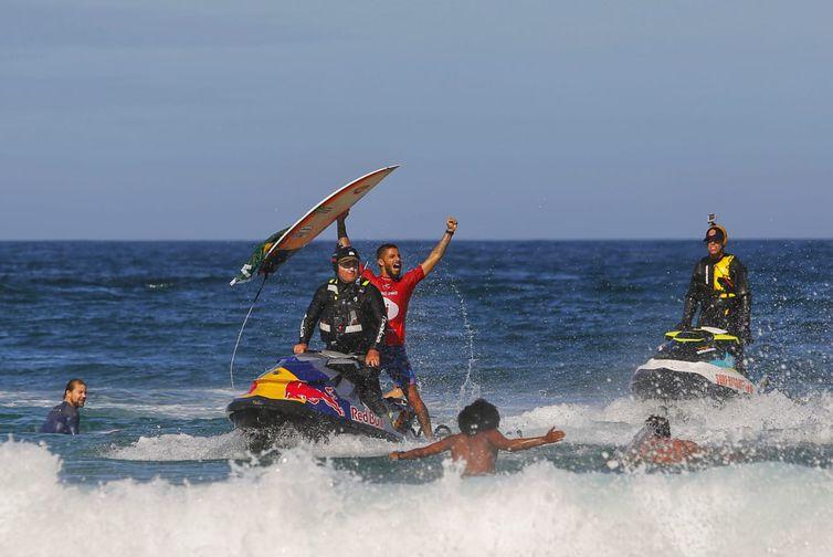 O brasileiro Filipe Toledo, conquista bicampeonato da etapa de Saquarema no circuito mundial de surfe