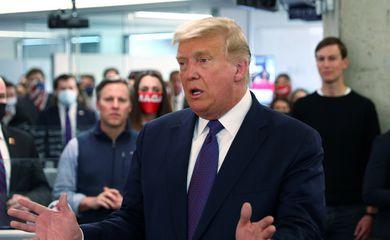O presidente dos EUA, Trump, visita a sede da campanha presidencial no dia da eleição em Arlington, Virgínia
