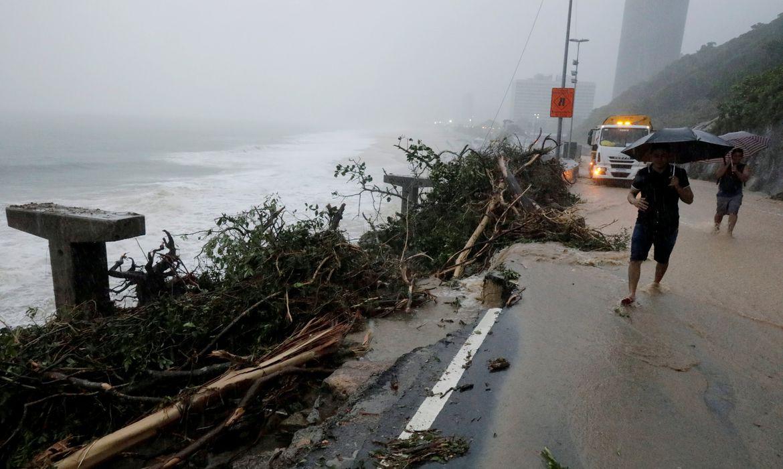 Área desmoronada da ciclovia durante as fortes chuvas no Rio de Janeiro