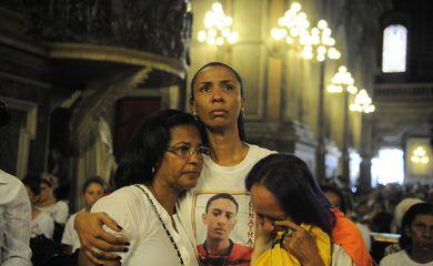 Missa na Igreja da Candelária em memória à chacina ocorrida há 22 anos, em 23 de julho de 1993 (Tânia Rêgo/Agência Brasil)