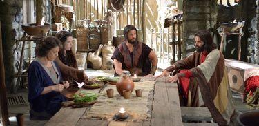Miriã e Joquebede ouvem da boca de Moisés que Deus irá castigar os animais dos egípcios