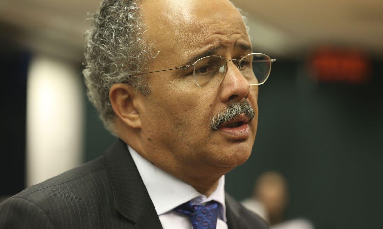 Brasília - Comissão da Reforma Política continua a votação do relatório do deputado Vicente Cândido (Valter Campanato/Agência Brasil)