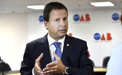 Brasília - Presidente da OAB, Cláudio Pacheco Prates Lamachia, fala em coletiva de imprensa sobre o senador Delcídio do Amaral (Valter Campanato/Agência Brasil)