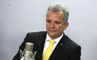 Brasília - O ministro das comunicações, André Figueiredo participa do programa Bom Dia Ministro (José Cruz/Agência Brasil)