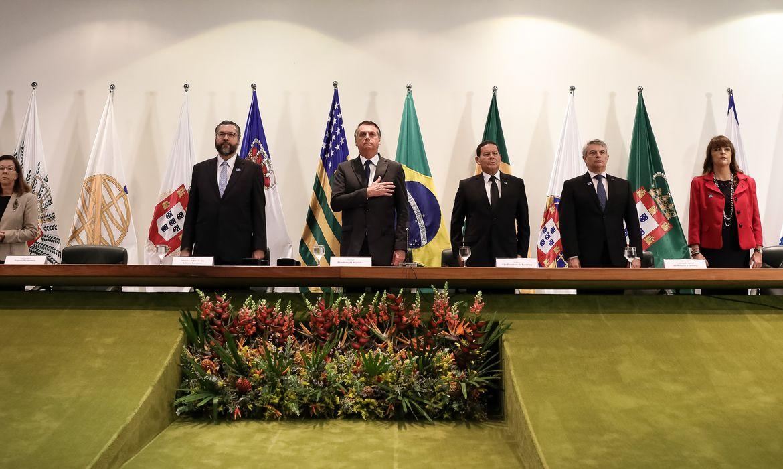 O presidente Jair Bolsonaro participa das celebrações do Dia do Diplomata, no Palácio Itamaraty, com a formatura dos alunos da turma Turma Aracy de Carvalho Guimarães Rosa (2017-2019) do Instituto Rio Branco.