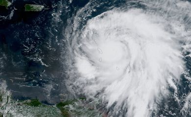 Caribe - Olho do furacão Maria nas ilhas do Caribe (NOAA/EPA/EFE)