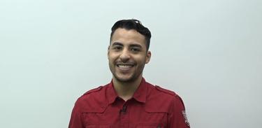 Professor Romulo, de Língua Portuguesa, dá aulas ao Cai no Vestibular