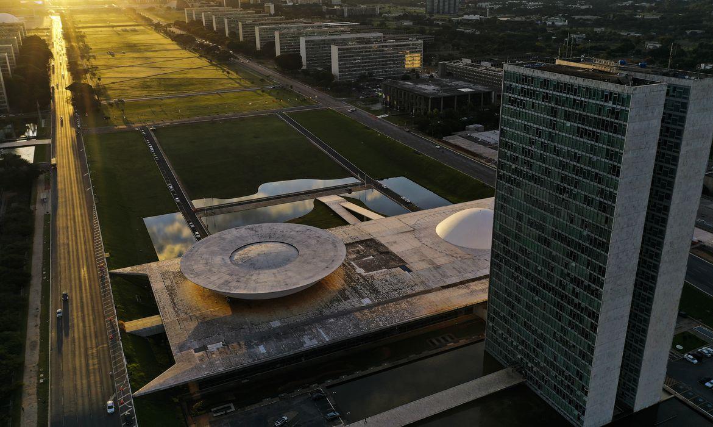 Vista aérea da Esplanada dos Ministérios em Brasília, localizada no Eixo Monumental, via que corta o Plano Piloto no sentido leste-oeste