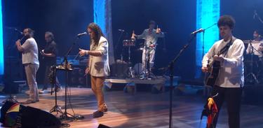Banda Pau e Corda canta no Hypershow