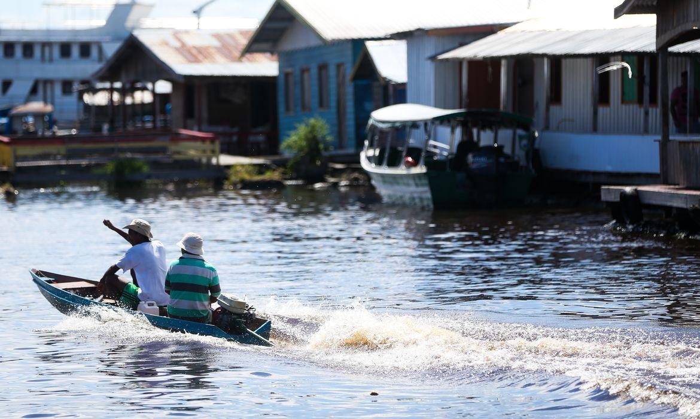 Comunidade de ribeirinhos em Manaus (Marcelo Camargo/Agência Brasil)