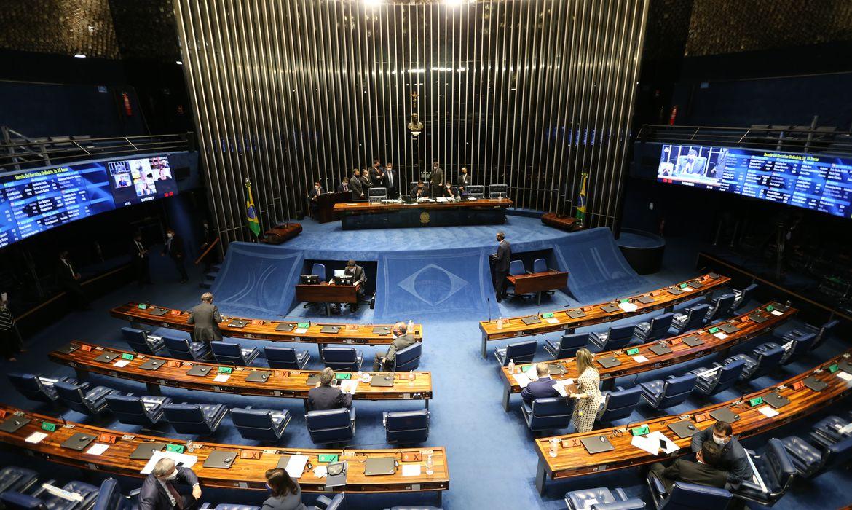 Plenário do Senado Federal durante sessão deliberativa ordinária semipresencial.