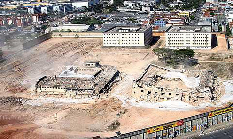 Após 46 anos de funcionamento, o Carandiru começou a ser demolida em 2002