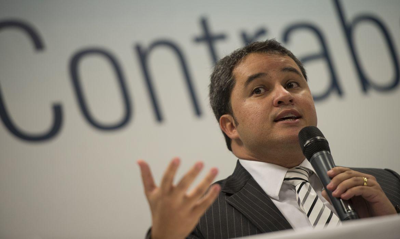 O Deputado Efraim Filho, Coordenador da Frente Parlamentar de Combate ao Contrabando, durante encontro de entidades no Dia Nacional de Combate ao Contrabando (Marcelo Camargo/Agência Brasil)