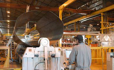 Empresa RANDON. Fabricação de semi-reboque tanque de combustível.  Caxias do Sul 15.12.2005 - Foto Miguel Ângelo
