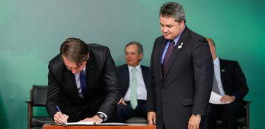 Bolsonaro sanciona lei do Cadastro positivo