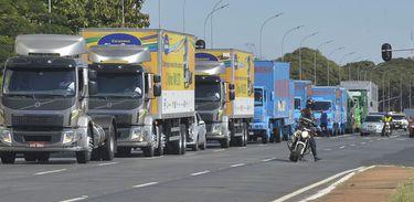 Caravana de caminhões em Brasília