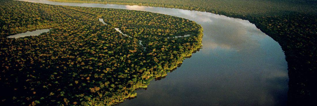 (Não utilizar esta foto) Rio Purus, afluente da margem direita do Rio Amazonas. Em um período de dez anos, entre 2000 e 2010, cerca de 240 mil km² de floresta amazônia desapareceram