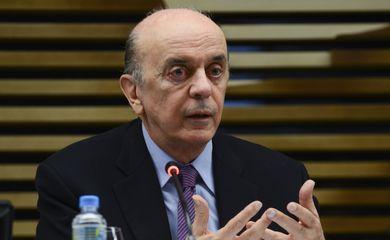 São Paulo - O ministro de Relações Exteriores, José Serra, apresenta para os empresários os planos do governo sobre o comércio exterior, na sede da Fiesp (Rovena Rosa/Agência Brasil)