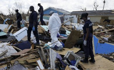 Police officers search for the dead in the destroyed Mudd neighborhood after Hurricane Dorian hit the Abaco Islands in Marsh Harbour, Bahamas, September 10, 2019. REUTERS/Marco Bello