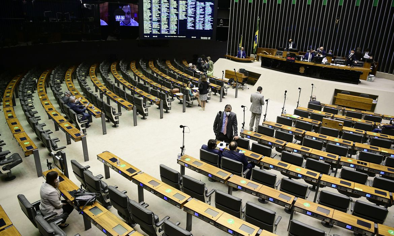 Plenário da Câmara dos Deputados durante sessão conjunta do Congresso Nacional (para deputados) destinada à deliberação dos Vetos nºs 4, 14, 18, 19, 20, 22 a 52 de 2021 e dos Projetos de Lei do Congresso Nacional n°s 12, 13 e 15 de 2021.  Em