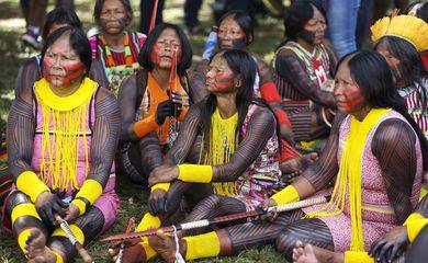 Brasília - Mulheres indígenas de todo o Brasil chegam ao Acampamento Terra Livre