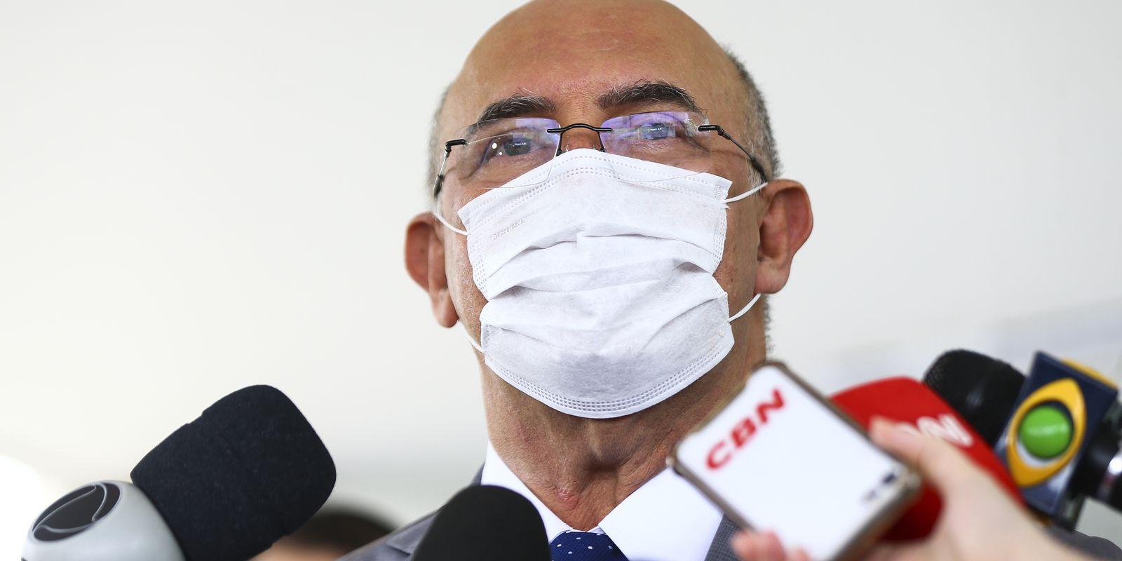 O ministro da Educação, Milton Ribeiro, durante entrevista após reunião com o ministro da Saúde, Eduardo Pazuello.