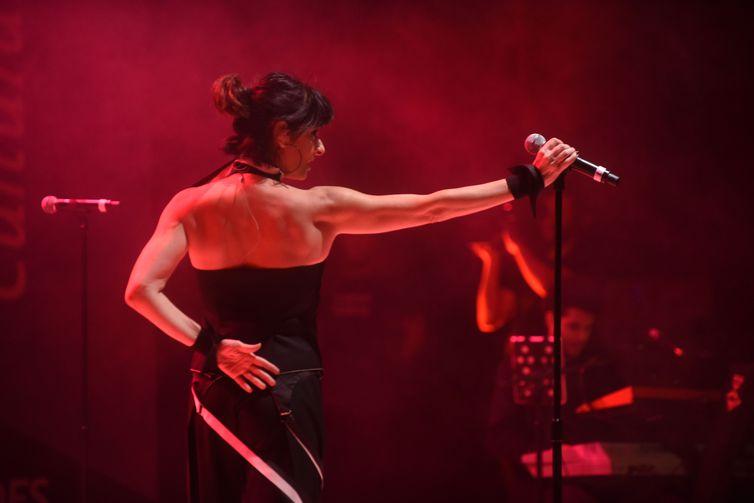 """Fernanda Abreu traz o álbum """"Amor Geral"""" para o Espaço Cultural BNDES"""
