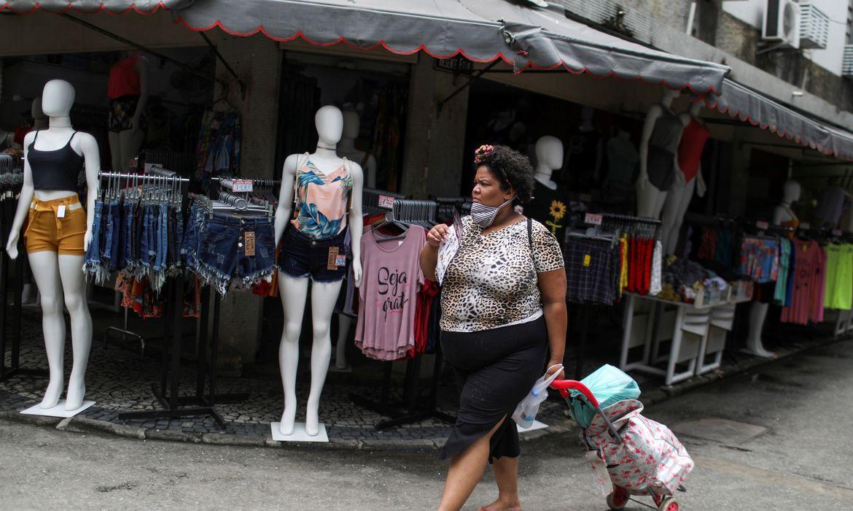 Lojas no comércio popular da Saara