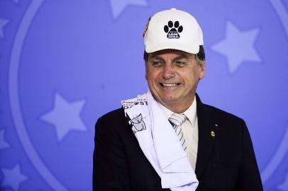 O presidente Jair Bolsonaro, durante cerimônia de sanção do projeto de lei (PL 1.095/2019) que aumenta pena para crimes de maus-tratos a animais.