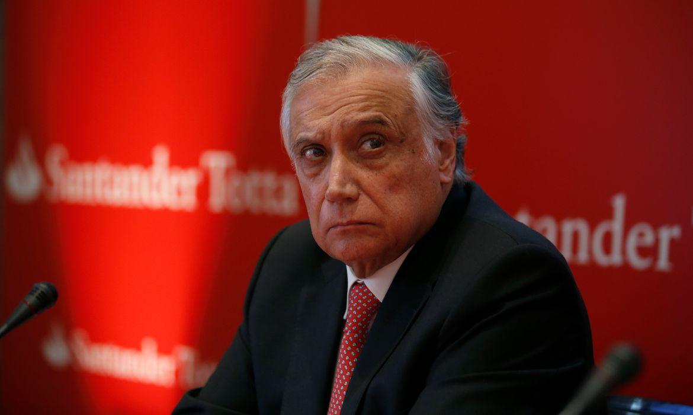 O presidente do conselho administrativo da unidade portuguesa do Santander António Vieira de Monteiro morre de Covid-19