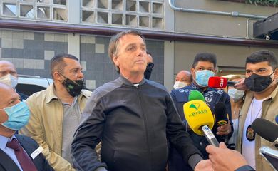 Presidente Jair Bolsonaro recebe alta em São Paulo.
