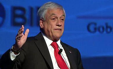 O ex-presidente Sebastián Piñera, candidato de centro-direita à presidência do Chile, faz seu último dia de campanha