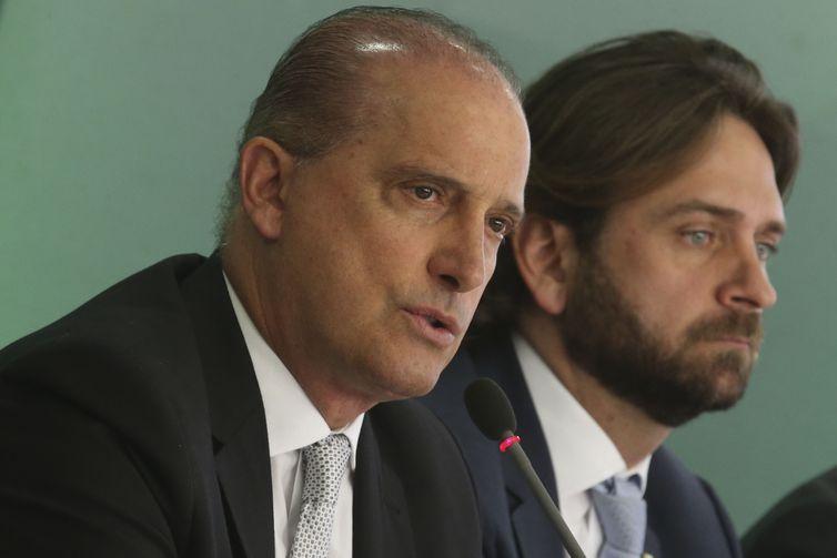 Ministro Onyx Lorenzoni fala com a Imprensa