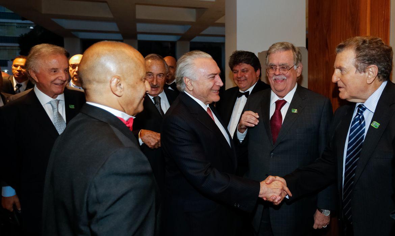 O presidente Michel Temer é homenageado com a Medalha de Honra ao Mérito na Categoria Gestão Pública, em jantar oferecido pelo Fórum das Américas.