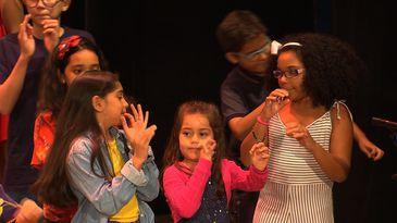 Crianças soltam a voz na apresentação especial de Natal da TV Brasil