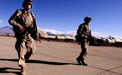 US ARMY SOLDIERS PATROL THE BAGRAM AIRPORT NORTH OF KABUL.