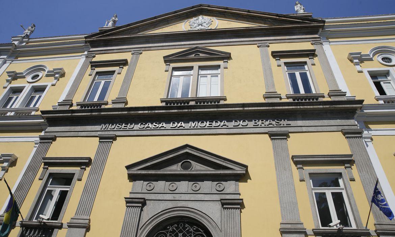Fachada do Museu Casa da Moeda do Brasil, no centro da cidade.