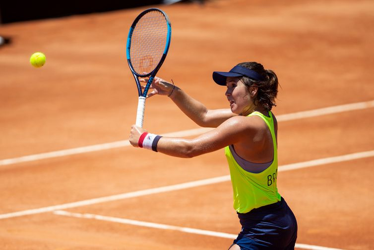Gabriela Cé of Brazil plays in her match against Laura Siegemund of Germany during the Qualifiers Fed Cup tie between Brazil and the Germany at the Costão do Santinho on February 08, 2020 in Florianópolis, Brazil