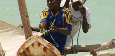 Em Zanzibar (Tanzânia), Suleiman pratica kitesurf