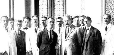Pesquisadores da Fiocruz recebem Einstein em Manguinhos