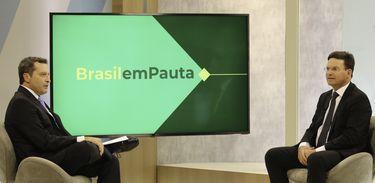 Brasil em Pauta  Auxílio Brasil unirá assistência social e capacitação profissional - João Roma
