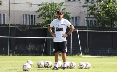 Ramon Menezes e o novo técnico do Vasco.