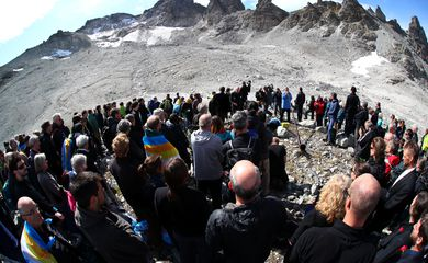 Vigília de despedida para geleira é realizada na Suíça