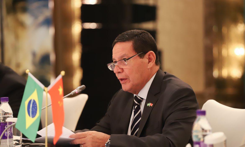 O vice-presidente da República, Hamilton Mourão, durante sessão de encerramento do Simpósio por ocasião do 15º aniversário do Conselho Empresarial Brasil-China (CEBC), em Pequim, China.