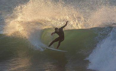 Surfista Lucas Silveira