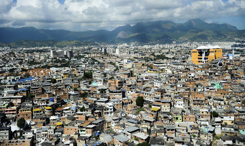 A diretora-geral do Fundo Monetário Internacional (FMI), Christine Lagarde, visita o Teleférico do Alemão,  zona norte do Rio. (Tomaz Silva/Agência Brasil)
