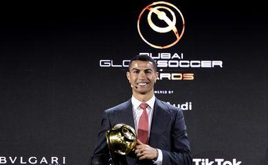 Cristiano Ronaldo foi eleito o melhor jogador de futebol do mundo do Século XXI no Globe Soccer Awards.
