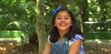 Mari é uma menina curiosa que quer saber tudo sobre a natureza